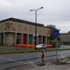 Funktionsgebäude der Semperoper mit mobilen Schutzwänden