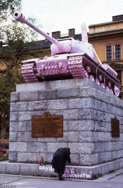 Pink Tank in Prag